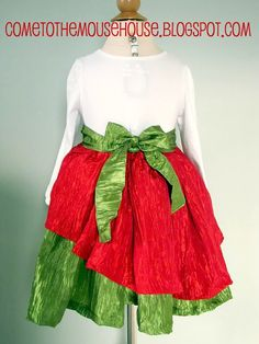 Welcome to the Mouse House: The Mouse House Christmas Dress: Sewing Tutorial.  Absolutely need to make this dress!!!