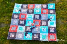 Navy piknik quilt for baby Baby Quilts, Blanket, Navy, Scrappy Quilts, Hale Navy, Baby Afghans, Blankets, Old Navy, Cover