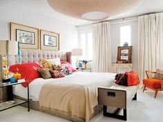 Dormitorio con toques naranjas