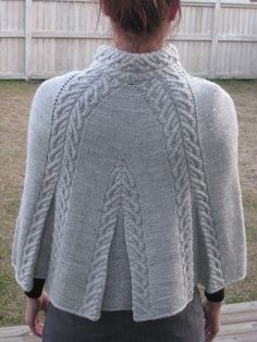 Knit Shrug, Knitted Cape, Knitted Shawls, Crochet Shawl, Knit Crochet, Capelet, Knitting Stiches, Cable Knitting, Ärmelloser Pullover