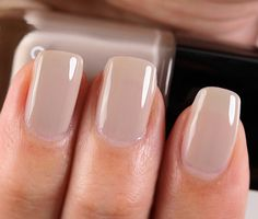 Have you discovered your nails lack of some fashionable nail art? Sure, lately, many girls personalize their nails with lovely … Hair And Nails, My Nails, Chanel Nails, Manicure Y Pedicure, Pedicures, Nude Nails, Beige Nails, Nail Polish Colors, Nail Colors For Fall