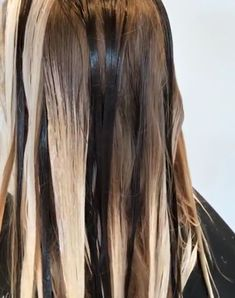 Keeping depth – large sections and the odd lowlight Haar The post Tiefe bewahren – große Abschnitte und das eine oder andere schwache Licht appeared first on Frisuren Tips - Hair Style Girl The Cabelo Ombre Hair, Diy Ombre Hair, How To Bayalage Hair, Hair Color Balayage, Boliage Hair, Hair Color Formulas, Hair Color Techniques, Hair Color And Cut, Hair Painting