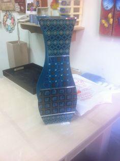 Vaso decorativo em Mdf técnicas de pintura com stencil e filetes