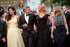 """La montée des marches de """"money monster"""" avec George et Amal Clooney, Julia Roberts et Jodie Foster #cannes #festivaldecannes #cannes2016 #star #people #fashion #redcarpet #georgeclooney #amalclooney #juliaroberts #jodiefoster #moneymonster"""