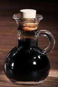 Crema balsamico selbst herstellen Vinaigrette Dressing, Dressing Recipe, Chutneys, Modern Rustic Bedrooms, Sauces, Arrow Decor, Seasoning Mixes, V60 Coffee, Copycat Recipes