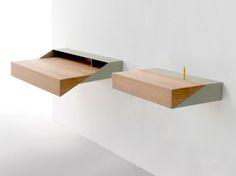 Mensola e piccola scrivania in uno
