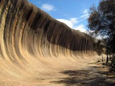 Watch: Wave Rock, Hyden-Western Australia http://destinations-for-travelers.blogspot.com.br/2014/09/wave-rock-hyden-australia.html