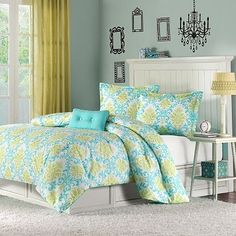 Aqua and Lime damask comforter; lovin this for a springy/summery bedroom look...<3