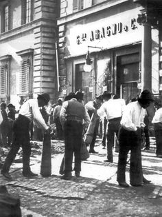 Via del Corso Read article for more history & info about what was then Coffee Aragno now a fast food. Photo date 1890 ca. Old Photos, The Beatles, Rome, The Past, Street View, Memories, Black And White, History, Couple Photos