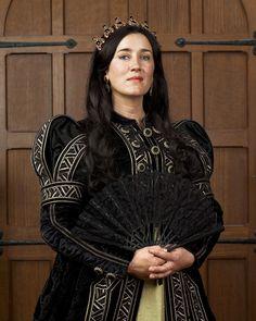 Maria Doyle Kennedy/ Queen Catherine of Aragon The Tudors Costume Renaissance, Medieval Costume, Medieval Dress, Renaissance Fashion, Italian Renaissance, Anne Boleyn, Tudor Series, Tv Series, Los Tudor