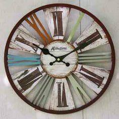 décoration intérieur vintage - pendule murale ronde - horloge multicolore