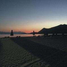 I still remember my last sunset in Greece, just wonderful!! I definitely  - with my bro & @margauxlbrg #Greece #Gregolimano #sunset #sea & #mountains #beach #instasun #colorful #instamoment #pictoftheday #photodujour #beautiful #landscape #instadaily #nofilter needeed