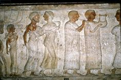 SARCÓFAGO ETRUSCO  Procession with musicians, painted on a sarcophagus (painted limestone). Etruscan / Vatican Museums and Galleries, Vatican City / Ancient Art and Architecture Collection Ltd. / The Bridgeman Art Library