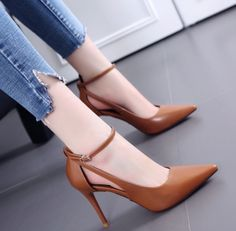 51 Casual Sexy Shoes To Copy Right Now shoes womenshoes footwear shoestrends 812407220264630482 Fancy Shoes, Pretty Shoes, Beautiful Shoes, Cute Shoes, Heeled Boots, Shoe Boots, Shoes Heels, Pumps, Ankle Boots