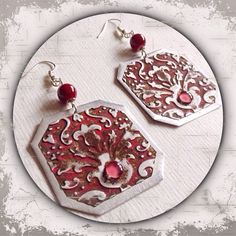 eckige Ohrringe aus Metall in silber und rot mit Cabochon,Prägung --- shaped metal earrings in silver and red cabochon, stamping --- Handmade