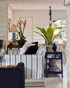 like the blues in the sofa table Marcelo Brito - Sao Paulo - Brazil - contemporary - living room - other metro - Marcelo Brito Design Coastal Living Rooms, Living Room Decor, Living Area, Living Spaces, Nantucket, Behind Sofa Table, Couch Table, Table Lamps, Living Room Remodel