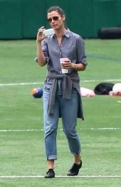 Bridget Moynahan Photos - Bridget Moynahan, Naomi Watts & Liev Schreiber Watch Their Sons Play Soccer - Zimbio