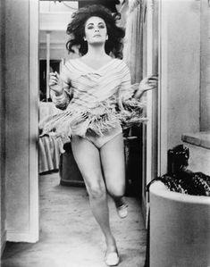 Sexy Elizabeth Taylor
