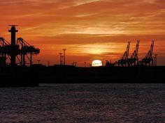 'Sonnenuntergang am Hafen' von Peter Norden bei artflakes.com als Poster oder Kunstdruck $18.03