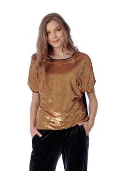 Bluza eleganta cu paiete aurii. Chic and fabulous :) Kimono, V Neck, Tops, Women, Fashion, Moda, Women's, Fashion Styles, Kimonos