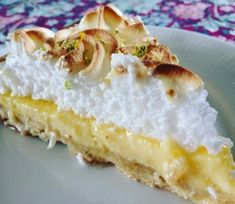 citrus tart- Citrustærte The French Lemon Pie, or Tarte au Lemon is so delicious and so fresh! This one is also made with lime and has therefore been named CitrustärteMørdej 250 g flour 170 g butter g icing 2 tsp. Sweets Cake, Cookie Desserts, Sweets Recipes, Cake Recipes, Citrus Tart, Cinnamon Mug Cake, Summer Cakes, Snacks, Delicious Chocolate