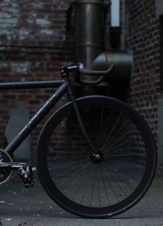 matte black fixed gear, awesome http://pinterest.com/thewinediaries/matteblack/
