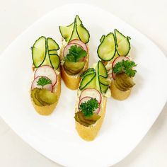 nivové obložené chlebíčky se hodí na oánské oslavy Avocado Toast, Breakfast, Food, Morning Coffee, Essen, Meals, Yemek, Eten
