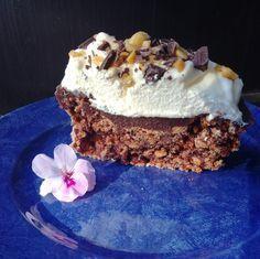 Her har du en annen variant av Snickers kaken. Denne har sjokolademarengs bunn uten peanøtter men med Ritz kjeks i bunnen. Vi var vel alle enige om at den smakte farlig godt! 3 eggehviter 3 d…