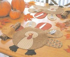 Turkey Placemat Pattern. I love this!! I like that it holds the silverware. Cute and functional.