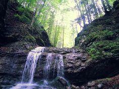 Vodopád v Došnej vo Veľkej Fatre K vodopádu vedie značený turistický chodník od Chaty Havranovo, ku ktorej sa možno najjednoduchšie dostať z obce Belá - Dulice