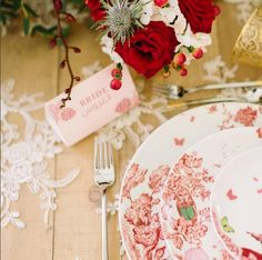 It was a pleasure to be part of this beautiful styled shoot with our lace tablelinen...love it... @jiveevents   #repost from @enchantestudios @jiveevents thank you for having us part of this beautiful styled shoot! @firenzeflora @partysocialuae @mymicasashop @londoncollegeofmakeup @thebridalshowroomdubai @designbylouma #plating #styledshoot #weddinginspiration #dubaiweddings #bride #enchantestudios #portraitofthings #weddingsdubai  #rusticwedding #outdoorwedding #outdoors #winebarrels…