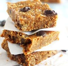 Caramel Chocolate Chip Paleo Blondies with dairy free caramel sauce swirled into chocolate chip blondies for a rich and healthy dessert. Raw Food Recipes, Gluten Free Recipes, Cake Recipes, Snack Recipes, Dessert Recipes, Snacks, Desserts, Vegan Food, Chocolate Chip Blondies