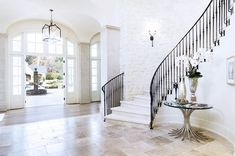 Kim Kardashian & Kanye West Buy New Mansion After Unloading House They Never Finished Renovating ENTRY Kim Kardashian Casa, Kris Jenner House, Calabasas Homes, Grand Entryway, Entryway Decor, West Home, Grand Staircase, Celebrity Houses, Celebrity Crush