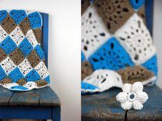 Decke aus Granny Square für Baby's in blau, braun, weiß!  http://barfussimnovember.com