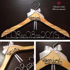 Cabides personalizados com desconto na minha loja do Elo7 - corra e garanta o seu!!! http://www.elo7.com.br/cabides-personalizados/al/54EEE  #cláudialente #arteemarames #cabidespersonalizados #makingof #casamento #noivas #bride #cláulente #vestidodenoiva