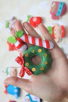 Hallo Liebe Kunden! Willkommen Sie in meiner Wunder-Welt, wo alle Ihre Filz Träume wahr werden. Dieses Angebot ist für Satz von 25 Filz Ornamente (wie abgebildet). Es könnte als Weihnachtsbaum, Advent Kalender Ornament oder ein schönes Geschenk verwendet werden. Bitte beachten