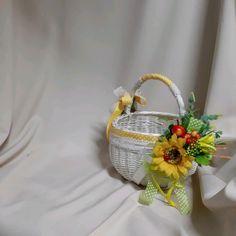 Wicker Baskets, Gift Baskets, Basket Decoration, Diy And Crafts, Creative, Gifts, Home Decor, Craft Tutorials, Christmas Decor