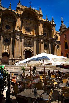 Plaza de las Pasiegas en Granada, con la Catedral al fondo. Un lugar, único!