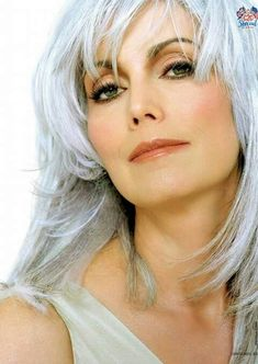Check Out Our , We Want to Help You Find Hairstyles that Look Great with Gray Hair, 940 Best Emmylou Harris Images In Emmy Lou Harris Aged to Perfection. Beautiful Old Woman, Simply Beautiful, Grey Blonde Hair, Emmylou Harris, Short Hair With Layers, Famous Singers, Hair Shows, Ageless Beauty, Hair Images
