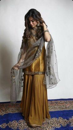 Pakistani Fashion Party Wear, Indian Fashion Dresses, Indian Gowns Dresses, Dress Indian Style, Indian Designer Outfits, Beautiful Pakistani Dresses, Pakistani Formal Dresses, Pakistani Dress Design, Pakistani Outfits