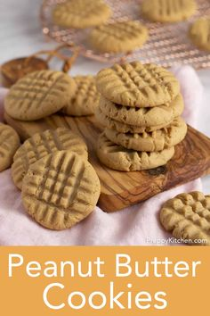 You'll love these ULTRA-easy peanut butter cookies. They're full of peanut butter flavor and have the perfect balance of salty and sweet with a soft, melt in your mouth texture. Peanut Butter Cookie Recipe Soft, Best Peanut Butter, Butter Cookies Recipe, Natural Peanut Butter, Biscuit Recipe Video, Lemon Lush Recipe, Cream Cheese Cookies, Cookie Calories, Easy Cookie Recipes