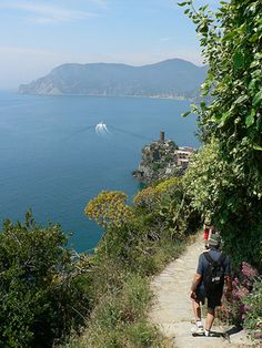 Cinque Terre hiking guide - five different trails ranging in difficulty and length
