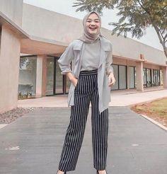 120 new fashion hijab outfits casual muslim – page 1 Modern Hijab Fashion, Street Hijab Fashion, Hijab Fashion Inspiration, Muslim Fashion, Mode Inspiration, Look Fashion, Latest Fashion, Fashion Outfits, Female Fashion
