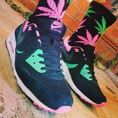 Instagram media by jwarrenjones - Socks might even be too matchy today! #todayskicks #nike #nikeair #airmax #airmaxlight #airmaxalways #huf #kicks0l0gy #mytrainercollection #igsneakercommunity
