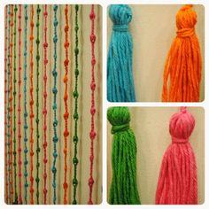 Cortina de tiras de colores tejida al crochet para puertas o ventanas.<br /> 2 mts de alto x 0.80 mts de ancho (18 tiras).<br /> ¡¡También se puede hacer a pedido con distintos colores y medidas!!