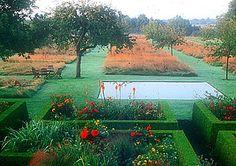 To jeden z najlepszych przykładów współczesnej, twórczej interpretacji stylu francuskiego. Ogród Plume (pióropusze) Sylwii and Patryka Quibel we francuskiej Normandii. http://www.sztuka-krajobrazu.pl/38/slajdy/aranzacja-ogrodu-w-stylu-francuskim-ndash-kolorowe-pioropusze