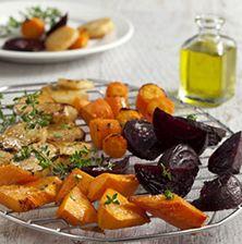 Βαρεθήκατε τα ψητά κολοκυθάκια, πιπεριές και μελιτζάνες στη σχάρα; Δοκιμάστε τα πιο γαιώδη λαχανικά όπως η πατάτα, το καρότο και το πατζάρι. Με ένα σούπερ ντρέσινγκ από πετιμέζι Pot Roast, Sweet Potato, Pork, Potatoes, Vegetables, Cooking, Ethnic Recipes, Carne Asada, Kale Stir Fry