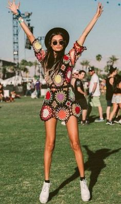 All eyes and ears are on Coachella. Last weekend was the first weekend of this muscic festival and the boho inspiration was present in most of the looks. As always Coachella set the trends that wil… Festival Looks, Festival Mode, Coachella Festival, Festival Wear, Festival Fashion, Festival Style, Festival Clothing, Coachella Style, Festival Hippie