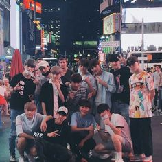 Seventeen at LA . Dude wat are u doing behind woozi Woozi, Mingyu Wonwoo, Seungkwan, Seventeen Scoups, Jeonghan Seventeen, Pledis Seventeen, Hip Hop, Nct, Seventeen Album