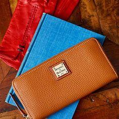 Check out my favorite @dooneyandbourke pieces! #vogueinfluencer #vogue #dooneyandbourke #fashion #handbag #shopping #womensgiftguide #holidayshopping